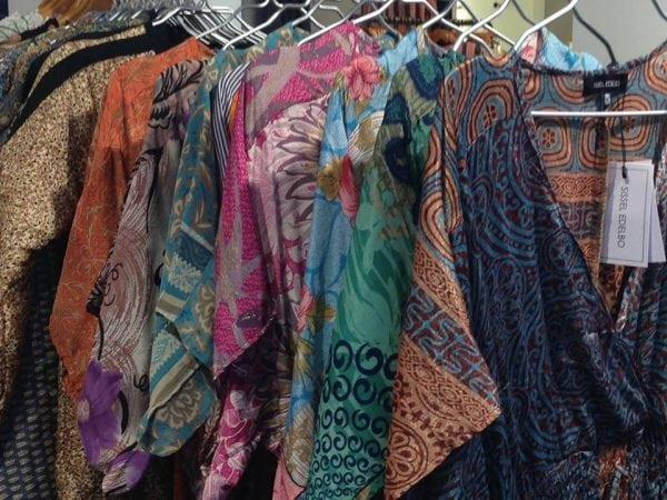 Farverige kjoler