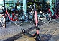 Evaluering af forsøg med el-løbehjul bør fremrykkes