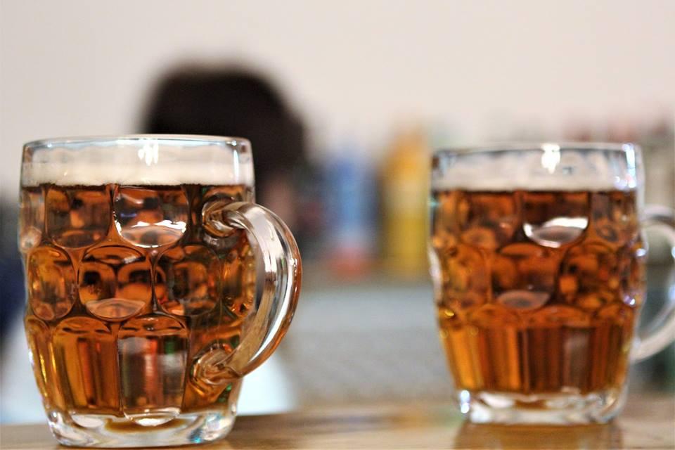 Fredagsbar - Øl og Spil