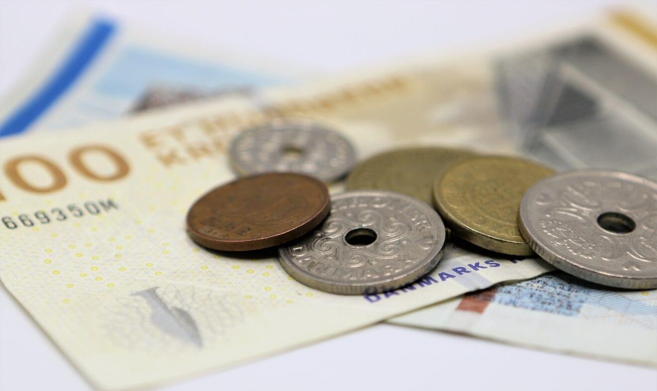 Genåbning og udbetaling af feriepenge styrker dansk økonomi