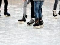 De første skilte er oppe – se, hvor du sikkert og lovligt kan gå ud på isen
